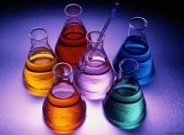 Vì sao xăng có màu khác nhau?